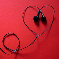 Photo o f some headphones. Image by Skyler H. from Pixabay